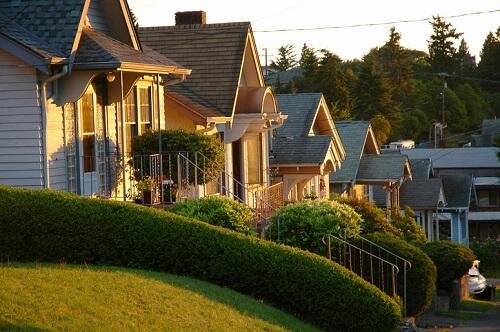 La SCHL projette des trajectoires pour l'immobilier à Toronto, Vancouver et Montréal dans de nouvelles perspectives estivales