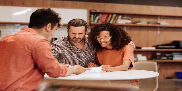 Quand les acheteurs de maison devraient-ils travailler avec un courtier hypothécaire?