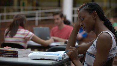 Photo of Pourquoi vous ne devriez pas refinancer les prêts étudiants fédéraux pendant le COVID-19