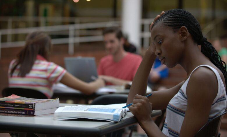 Pourquoi vous ne devriez pas refinancer les prêts étudiants fédéraux pendant le COVID-19