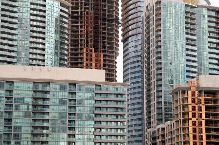 Photo of Les acheteurs étrangers augmentent les participations en copropriété dans les villes canadiennes, selon la SCHL