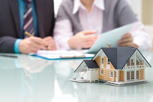Photo of Des hausses de primes d'assurance hypothécaire indéfendables