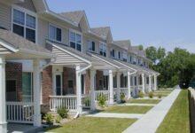 Photo of Les régulateurs devraient envisager d'augmenter la mise de fonds minimale sur les maisons: SCHL