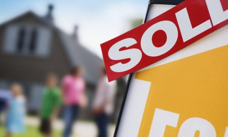 Photo of Plus de Canadiens achèteront une maison en raison des faibles taux d'intérêt