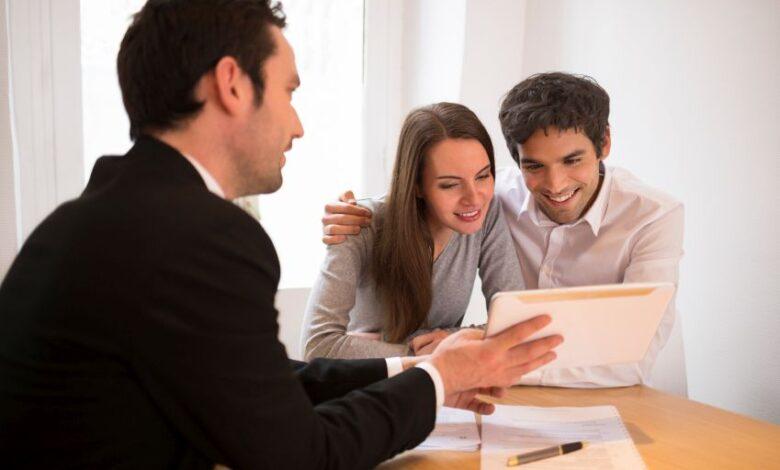 Brokers prepare to school young buyers