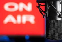 Photo of Le prêteur annonce le produit à la radio