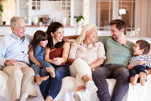 Photo of Les prêts hypothécaires inversés aident les Canadiens à donner un coup de main à leur famille