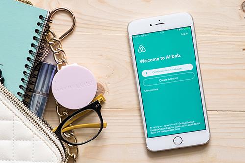 Photo of Le PDG d'Airbnb a déclaré que l'entreprise avait «perdu son chemin».  Des changements arriveront-ils sur la plate-forme?